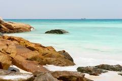 Roches et océan Photos libres de droits