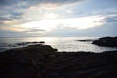 Roches et océan photographie stock