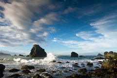 Roches et piles côtières de mer, Orégon Photos libres de droits