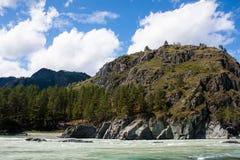 Roches et rivière images libres de droits