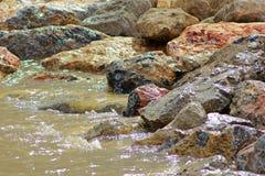 Roches et sable Photos stock