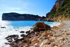 Roches et sable dans la plage de la La Nao Cape en Espagne photo stock