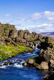 Roches et une rivière en parc national Thingvellir en Islande 12 06,2017 Photos libres de droits