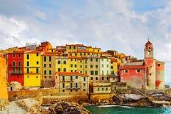 Roches et village de Tellaro sur la mer Terre de Cinque, Ligury Italie Images libres de droits