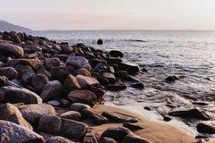 Roches - Hung Shing Yeh Beach, un jour-voyage vers l'île de Lamma, Hong Kong image stock