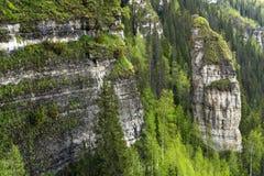 Roches inaccessibles dans un pays montagneux photos libres de droits