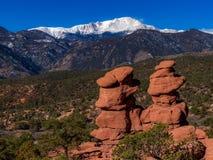 Roches jumelles et Pikes Peak de roche rouge images libres de droits