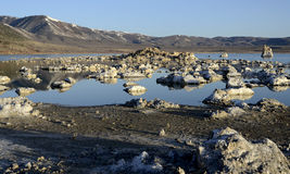 Roches mono de lac, la Californie, Etats-Unis Photographie stock libre de droits