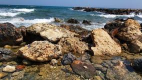 Roches par la mer Image stock