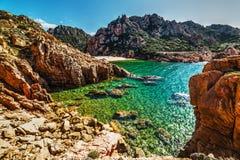 Roches par la plage de Li Cossi Images stock