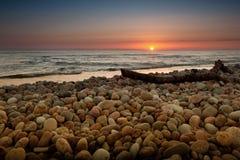 Roches polies de mer baltique photo stock