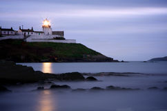 Roches punktu latarnia morska w korku przy półmrokiem Zdjęcia Stock