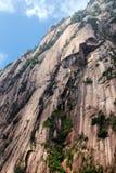 Roches raides de montagne jaune image libre de droits