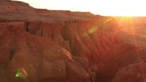 Roches rouges dans le désert au coucher du soleil L'Arizona, Etats-Unis clips vidéos