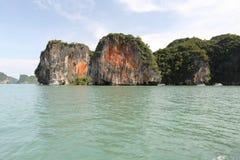 Roches rouges sur l'île images libres de droits