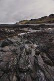 Roches schisteuses sur la côte arctique Images libres de droits