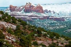 Roches Sedona de neige et de rouge Images libres de droits