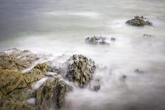 Roches soyeuses sur la côte atlantique photo libre de droits