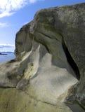 Roches sur l'océan Photos stock