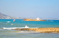 Roches sur la côte de la mer Égée images libres de droits