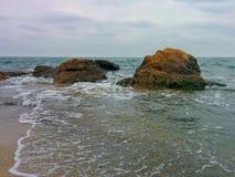 Roches sur la plage Photo stock
