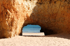 Roches sur la plage d'Alvors Photographie stock