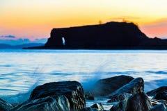 Roches sur le bord de mer dans les terriers de Dawlish, R-U photo libre de droits
