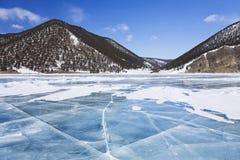 Roches sur le lac Baikal Photographie stock libre de droits