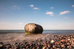 Roches sur le rivage de la mer baltique Photos libres de droits