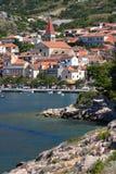 Roches sur une de plages de Makarska Photo stock