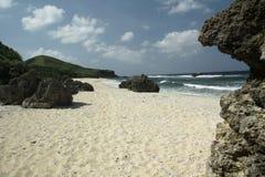 Roches volcaniques sur la plage de Nakabuang Photographie stock libre de droits