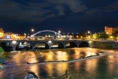 Rochester Нью-Йорк вдоль реки Genesee на ноче Стоковые Фотографии RF