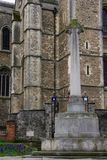 Rochester domkyrka, med krigmonumentet England UK Fotografering för Bildbyråer