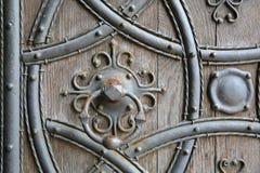 ROCHESTER, HET UK: Close-up op deur van de de Kathedraal de westelijke ingang van Rochester stock afbeelding