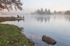 在Rock湖的有薄雾的早晨,西维吉尼亚 免版税库存图片