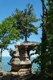 教堂岩石,被生动描述的Rock全国湖岸,密执安,美国 免版税图库摄影