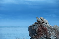 Rock against the sea Royalty Free Stock Images
