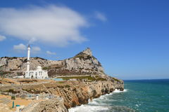 Rock av Gibraltar och moskén från Europapunkt Royaltyfri Fotografi