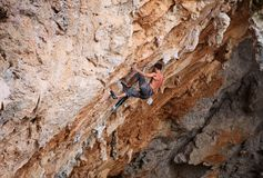 Rock climber struggling his way up Royalty Free Stock Images