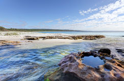 Rock Creek liso no extremidade sul da praia de Hyams Foto de Stock Royalty Free