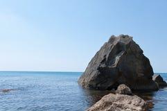 Rock i havet Fotografering för Bildbyråer