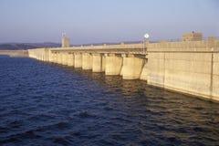表Rock在密苏里山脉的湖水坝, MO 免版税库存图片