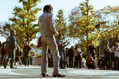 Rockabillies för Yoyogi ` som s dansar i parkera på en söndag royaltyfri foto