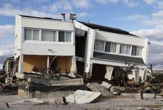 Casa de praia destruída nas consequências do furacão Sandy em Rockaway distante, NY Imagens de Stock Royalty Free
