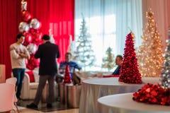Rockaway, NJ - 12/08/17 - sala de estar da festa natalícia na decoração temático vermelha e branca Imagem de Stock Royalty Free