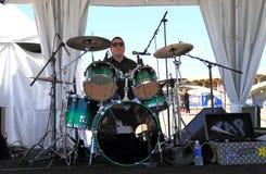 Rockband: Schlagzeuger-/Trommelausrüstung Stockfotografie