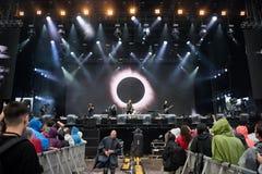 Rockbandspielen Live auf dem Stadium Lizenzfreie Stockbilder