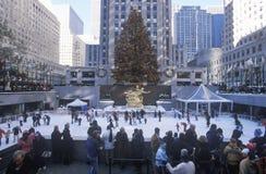Rockefellervierkant met sneeuwijs het schaatsen piste en Kerstboom in uit het stadscentrum Manhattan, NY Royalty-vrije Stock Afbeelding