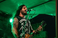 Rocker με μια κιθάρα στοκ εικόνα