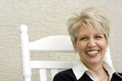 rocker χαμογελώντας γυναίκα Στοκ Εικόνα